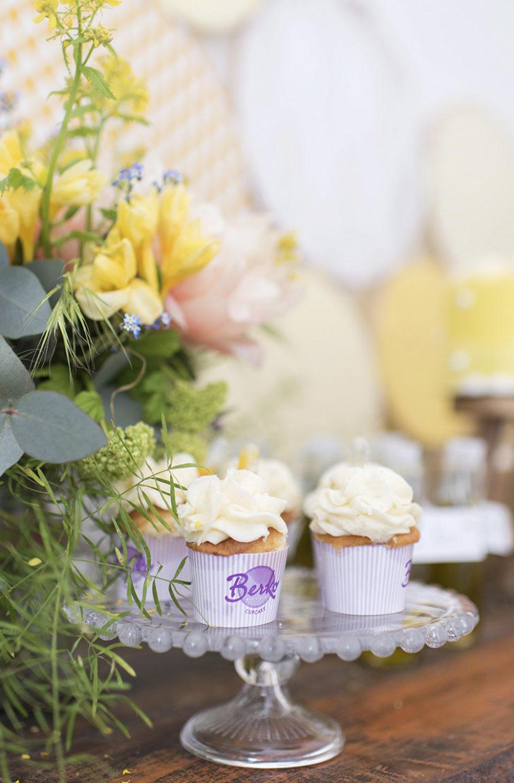 cupcakes de mariage dans les tons jaunes