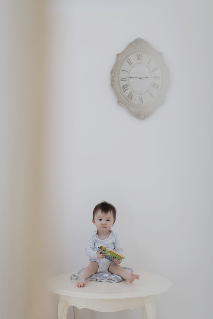 portrait de bébé assis