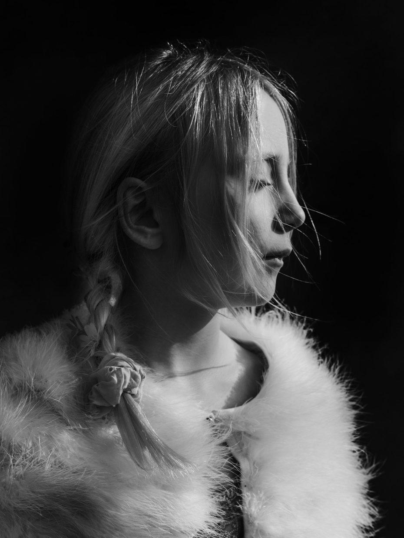 portrait noir et blanc fille enfant